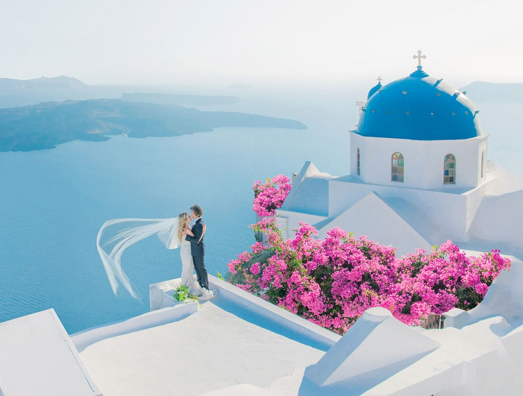 Unbelievable Wedding Photo in Greece